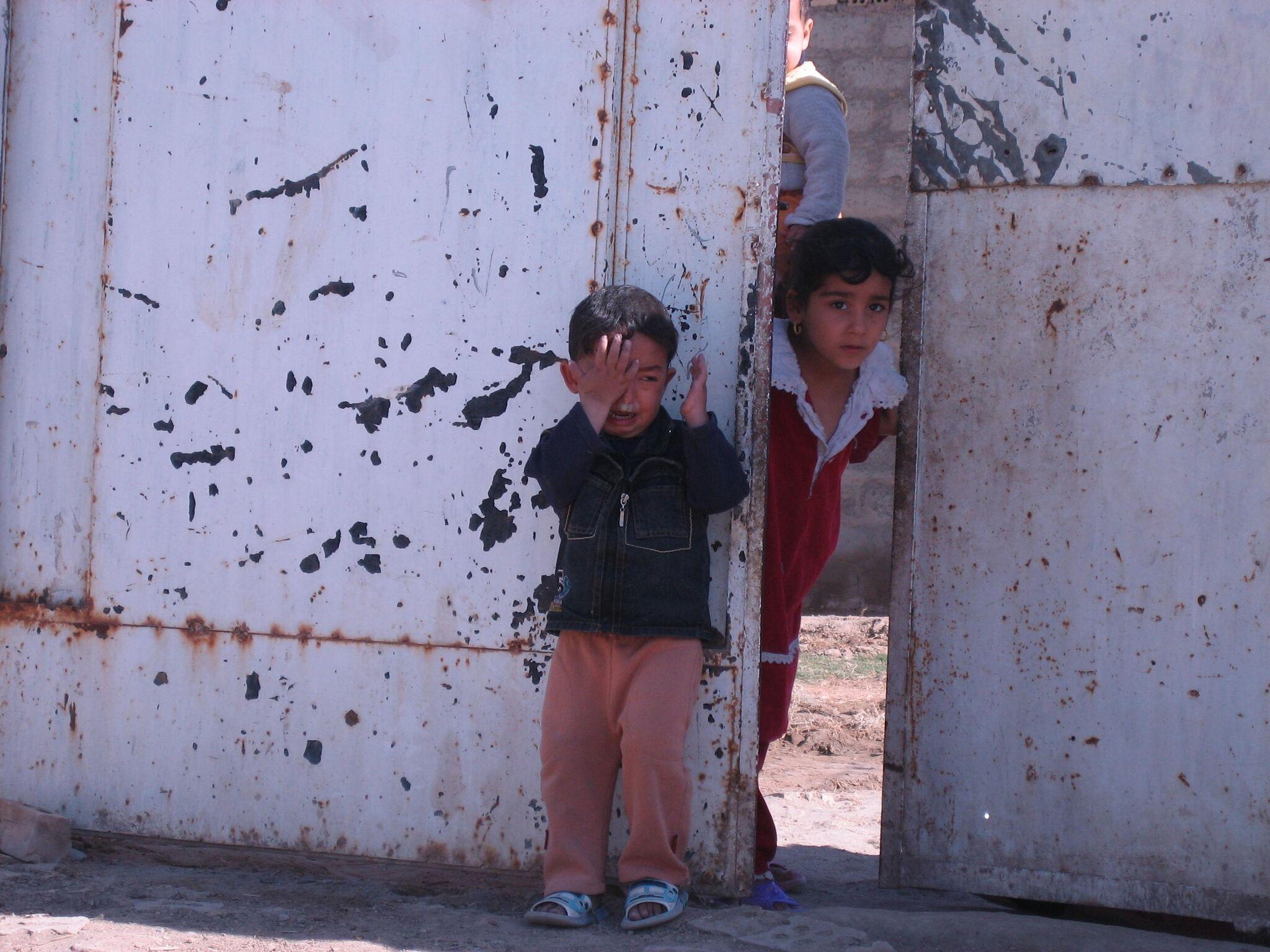 iraq crying boy no copyright