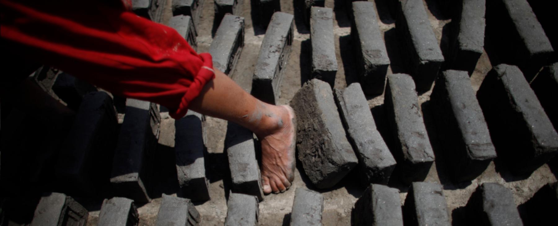 Enrôlée dans son enfance, violée à l'adolescence : une victime népalaise demande justice devant l'ONU